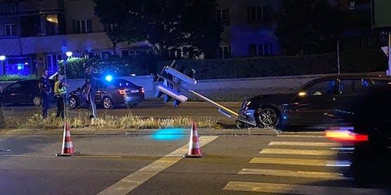 Ein Autofahrer musste ausweichen, als ein Raser von der Polizei verfolgt wurde.