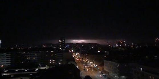 Blitze zuckten am Himmel über Wien