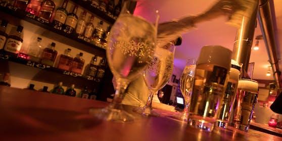 Ein Barkeeper wurde positiv getestet (Symbolbild).