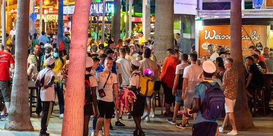Am Ballermann tummelten sich Hunderte Party-Touristen.