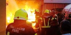 Schuppenbrand ging auf Garage und Fassade über