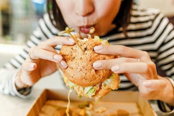 Ungesunde Ernährung und zu wenig Bewegung: Das freut die Leber nicht. Nach jahrelangem Missbrauch ist mit Folgen zu rechnen.