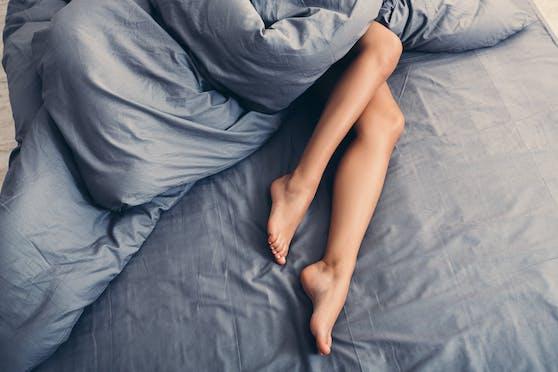 Im Schlaf verarbeiten wir die wahrgenommenen Reize. Für Sexträume gibt es mehrere Ursachen.