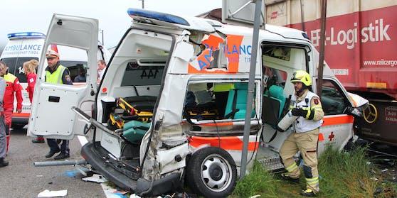 Schon in der Vergangenheit verunfallten Rettungsautos wie hier in Musau (Tirol) im September 2019.