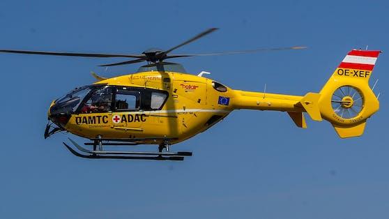 Der Mann wurde mit dem Rettungshubschrauber in das Unfallkrankenhaus Salzburg gebracht (Symbolbild).