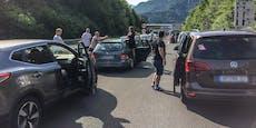 Stundenlange Wartezeiten! Stau-Chaos in Richtung Balkan
