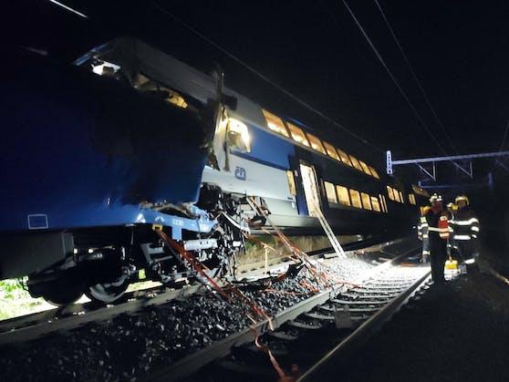 Einer Lokführer starb bei dem Crash.