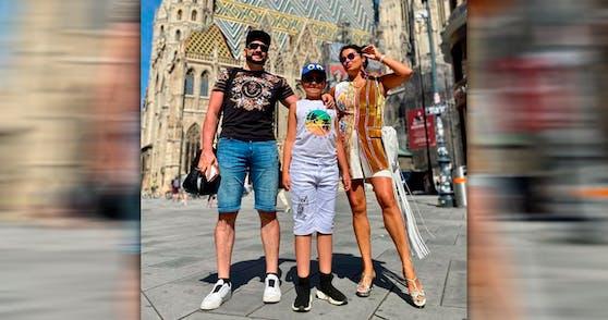 Anna Netrebko mit Ehemann und Sohn in der Innenstadt.