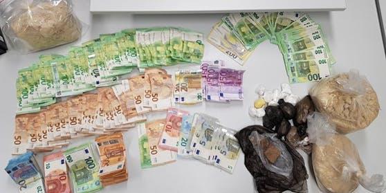 In der Wohnung konnten die Beamten Drogen und Bargeld sicherstellen.
