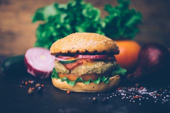 Veggie-Burger sind nicht immer gesünder, wie ein aktueller Test zeigt.