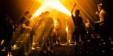 Infizierter feierte im Club: Über 200 müssen zum Test