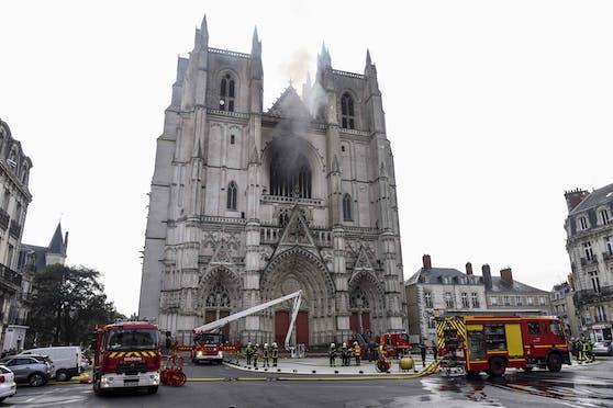 Am Samstag brach in der Kathedrale von Nantes ein Feuer aus.