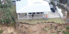 Küste bricht ab: Häuser drohen, ins Meer zu stürzen