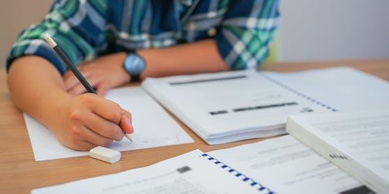 Technik statt Papier: Schule verlangt 300-Euro Tablets für jeden Schüler. (Symbolbild)