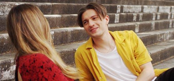 """Im Video zu """"Holding On"""" lässt der Kärntner Newcomer das Herz so mancher Frau höher schlagen"""
