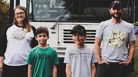Diese Familie lebt in einem umgebauten Schulbus.