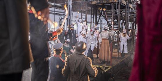 Die Schauspieler werden während des gesamten Stückes Masken tragen.