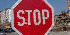 Stop-Tafel übersehen: Frau stirbt nach schwerem Crash