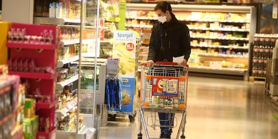 Im Supermarkt ist die Maske längst Pflicht – kommen nun zusätzliche Regeln?
