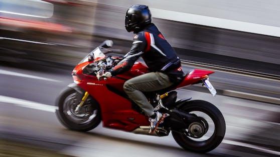 Der Biker wurde mit 225 km/h gemessen.