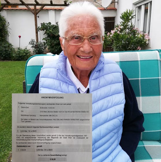 Eleonore N. (101) aus Waitzendorf (NÖ) ist gehbehindert.