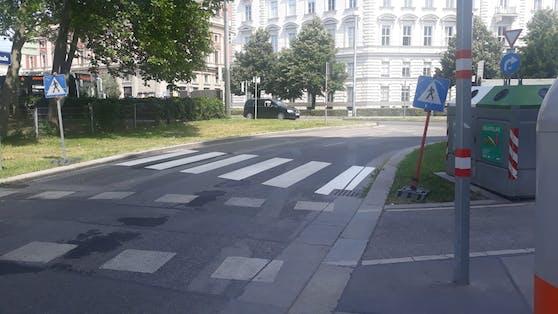 Ein durchaus kreativ platzierter Schutzweg in Wien-Wieden.