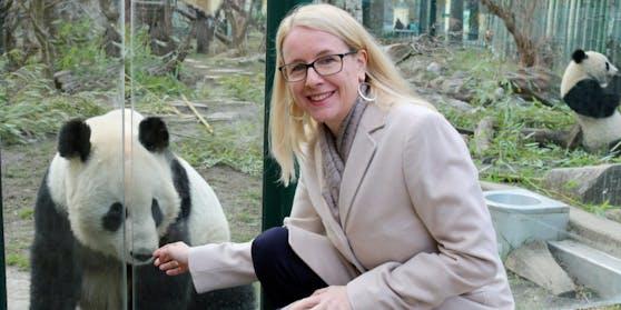 Schramböck will Zusammenarbeit mit Zoo Berlin vertiefen.
