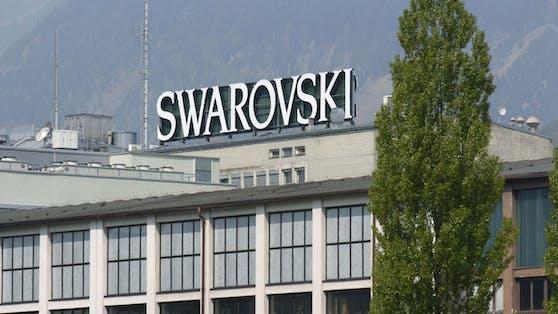 Der Kristallkonzern Swarovski muss ein Viertel der Stellen abbauen.