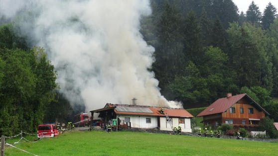 Das Nebengebäude stand in Flammen.
