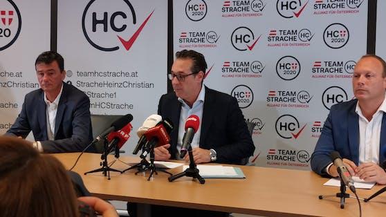 HC Strache bei einer Pressekonferenz.