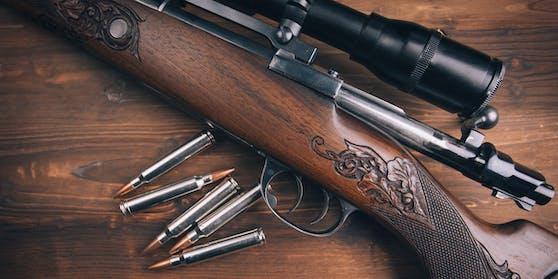 Der Gerichtsvollzieher wurde mit einem Jagdgewehr bedroht.