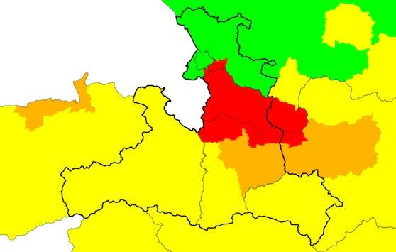 Gewitter-Warnstufe Rot im Bezirk Hallein und umliegenden Regionen