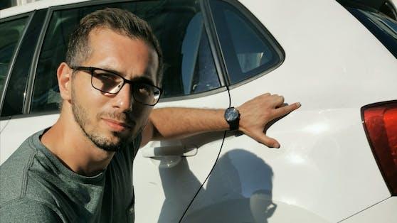 Vom Unfall blieb am Auto von Hüseyin C. zum Glück nur ein wenig schwarze Lackfarbe, die sich spurlos wegwischen ließ.