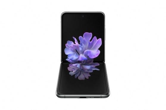 Das neue Galaxy Z Flip 5G glänzt in neuem Look in Mystic Gray und Mystic Bronze und mit leistungsstarkem SDM 865+ Prozessor.