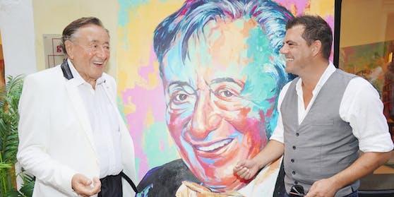 """Der Baumeister führt """"Leute Heute""""-Redakteur Christian Sinemus in die Welt der Kunst ein"""