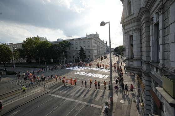 Für rund 15 Minuten wurde die Kreuzung für den Verkehr blockiert.