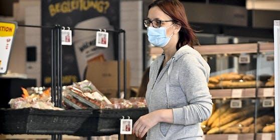 Masken müssen laut Verordnung auch bei Bäcker und an der Tankstelle getragen werden.