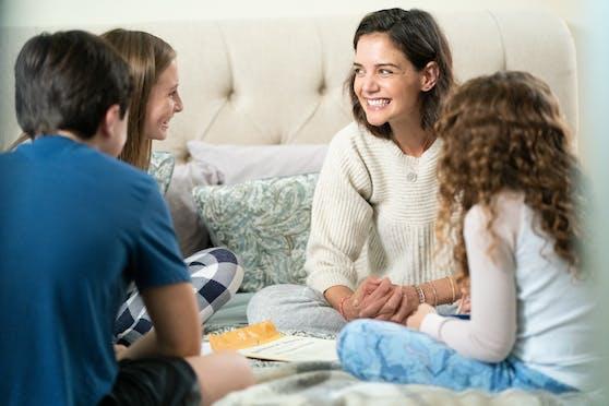 Marion (Katie Holmes, Mitte) versucht, als alleinerziehende Mutter ihrem Schicksal eine neue Wendung zu geben.
