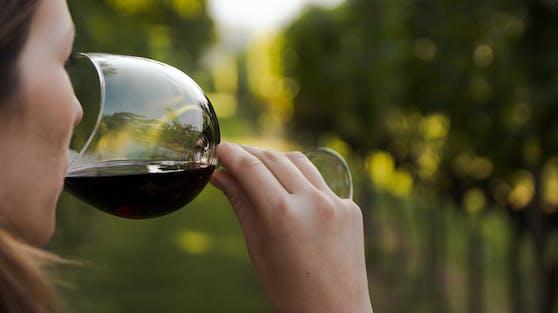 Eine 27-jährige Britin starb nachdem sie Alkohol auf leeren Magen getrunken hatte (Symbolbild).