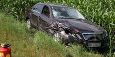 Schwerer Mercedes-Crash mit Bäckerei-Transporter