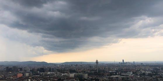 Gewitter-Wolken über der Bundeshauptstadt