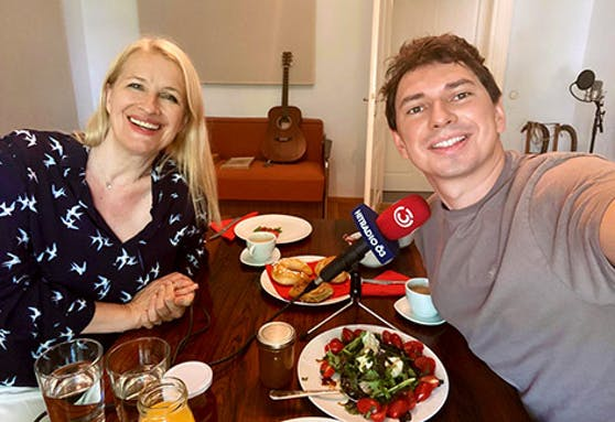 Julian Le Play frühstückte mit Claudia Stöckl.