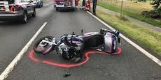 Raser schießt Polizei-Bike ab – Beamter schwer verletzt