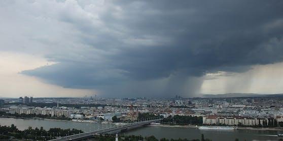 Am Sonntag ist im Osten mit Gewittern zu rechnen.