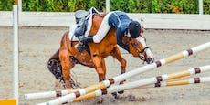Reiterin (26) fällt nach Sprung von Pferd und stirbt