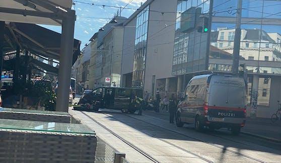 Ein 29-jähriger Motorrad-Lenker wurde bei dem Unfall schwer verletzt.