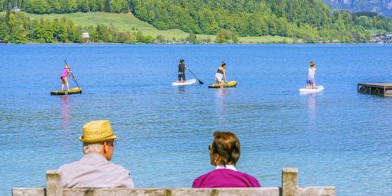 Am Wolfgangsee wurden 53 Personen positiv auf das Coronavirus getestet. Im beliebten Ferienort werden nun Erinnerungen an Ischgl wach.