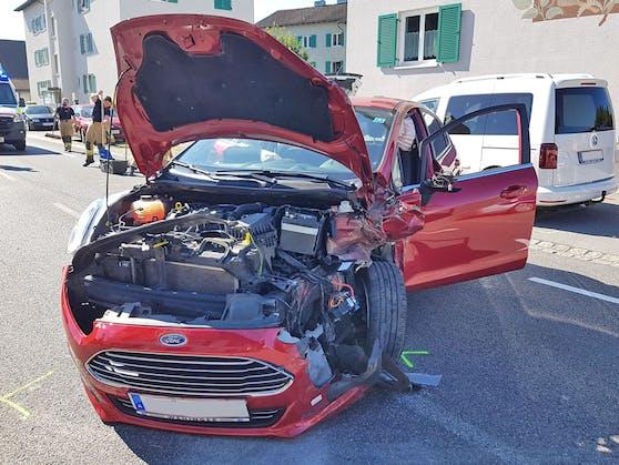 Frau ohne Führerschein crasht mit Kind (5) im Auto.