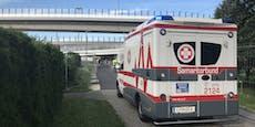 Bub verletzt, Rettung passt nicht unter Brücke durch