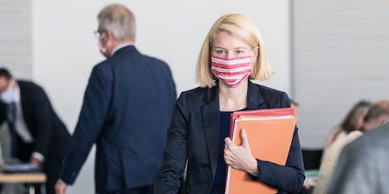 LH-Vize und Gesundheitslandesrätin Christine Haberlander gibt Pressekonferenz zu St. Wolfgang.